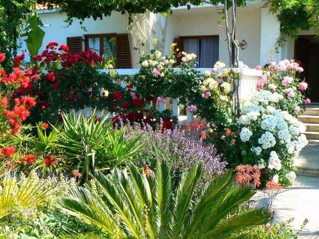 lay of the landscape mediterranean garden style. Black Bedroom Furniture Sets. Home Design Ideas