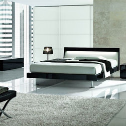 Made in Italy Quality Modern Contemporary Bedroom Designs - Black lacquer elegant Italian bedroom set. This is a modern Italian bedroom set that is made of excellent quality material to give you a luxurious rest and sleep.