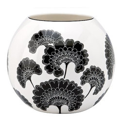 Kate Spade Japanese Floral Bowl - I love the strong graphic impact of Florence Broadhurst's Japanese Floral pattern, particularly when paired with a bunch of fresh pink peonies or tulips inside.