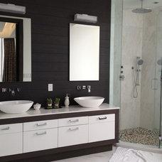 Modern Bathroom by Guimar Urbina | KIS Interior Design
