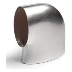 Oil can e.d. 15 By Thomas Eyck - The t.e. Oil Can by Thomas Eyck is made of 100% fine silver. The simple form of the oil can is gracefully refine the guests' gesture on the table.