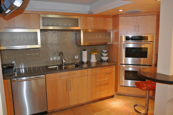 Contemporary Kitchen Cabinetry by LIFESTYLE KITCHENS by The Kitchen Lady