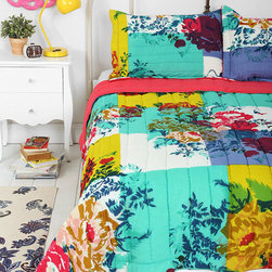 Plum & Bow Over-dyed Floral Quilt - I'm loving this entire room, especially the hot pink mirror and yellow lamp as accents. It's totally what I would love to recreate. Look at that painted duvet too. Isn't it fab?