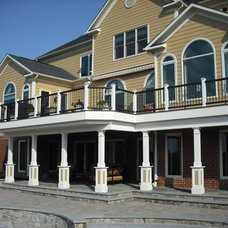 Traditional Deck by Deckscapes of Virginia