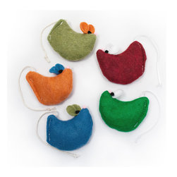 West Paw Design Smidge - This little cat toy mouse is sure to make a big impression on your eco minded cat. Made from eco friendly felt fabric that is 100% recycled PETE, this bell-less felt mouse is ready for hours of quiet fun Smidge loves to slide across smooth surfaces and play cat and mouse. Its long enticing tail is almost as irresistible as the 100% premium organic catnip that makes him so plump. Available colors: Blue, Red, Green, Olive, Orange. Dimensions: 3.