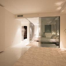 Modern Bedroom by MILA DESIGN