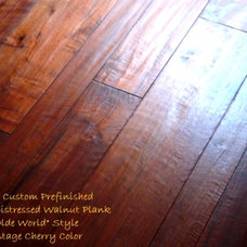 Traditional Hardwood Flooring by Select Hardwood Floor Co.