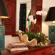 Eclectic  by JMA INTERIOR DECORATION