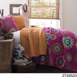 Lush Decor - Lush Decor Adrianne 3-piece Quilt Set - The Lush Decor Adrianne Three-piece Quilt Set provides a bright, energetic and comfortable look and feel. This fabulous geometric print in bright colors blends perfectly with the quieter, more subdued print on the reverse side.