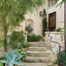 Luxury-villa-in-Mediterranean-style-Montecito_1-587x435.jpg