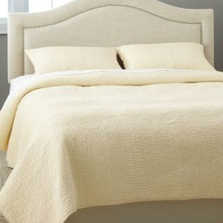 Garnet Hill - Garnet Hill Handstitched Cotton Dream Quilt - Double/Queen - Ivory - Soft and lightweight, this hand-stitched essential cotton quilt is also an indulgence. Pure cotton, including the billowy fill. Ideal for all-season comfort.