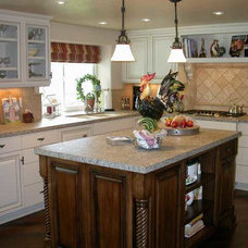 Traditional Kitchen Cabinets by Frontier Cabinets, Inc.