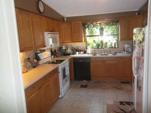 What color paint goes with medium oak cabinets best home for Can i stain my kitchen cabinets darker