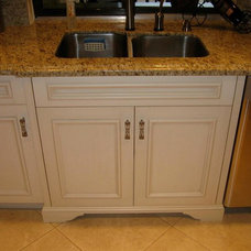 Traditional Kitchen Cabinetry by ECCO Woodcrafts & Cabinetry, LLC