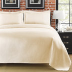 None - Diamante Matelasse Ivory King-size Coverlet - Add a soft,elegant touch to your bedroom ensemble with this ivory king size coverlet featuring a gorgeous diamond pattern and sophisticated hem line. This lovely coverlet is the ideal accent for any style of modern or rustic decor.