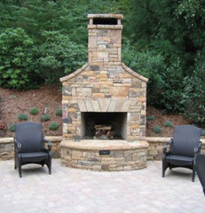 Outdoor Fireplace Design with Traditional Look | InteriorArchi.com