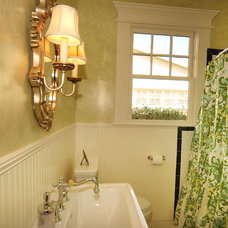 Traditional Bathroom by Javic Homes