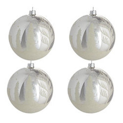 Winter Wonderland Globes - Silver - Set of 4 - New - Seems like one of the reindeer wandered away for a few quiet minutes of introspection before the big night. A beautifully rendered reminder to take a few minutes to yourself this holiday season. Each scene is made with white glitter, like a white Christmas in your home.