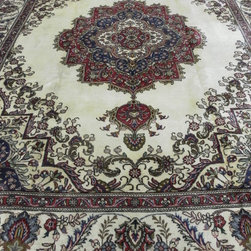 Persian Rugs Tabriz - This is a nice hand Knotted Persian Tabriz Rug 100% wool on Cotten,Full pile in very good condition,Size10'x13'
