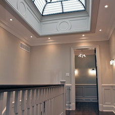 Traditional Hall by Solarium Design Group Ltd.