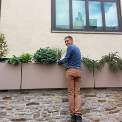 New York Roof Top Garden Services and Garden Designs :NYPlantings - Side wall planter by