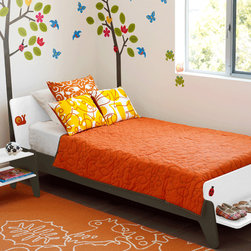 notNeutral BB2 Twin Bed - This twin bed is such a super cool use of space. Sleek and condensed, this contemporary design offers a bench at the footboard, perfect for toys, books, or laying out tomorrow's clothes.