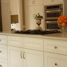 Modern Kitchen by Case Remodeling