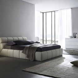 Cloud Corda Bedroom Set by Rossetto - Featuring only quality materials such as wood and Eco-Leather, this Cloud Bedroom Set by Rossetto offers an inimitable style and exceptional comfort. The set consists of Bed in Corda (beige), 2 nightstands and dresser in glossy white finish.