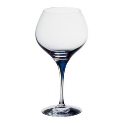 Orrefors - Intermezzo Blue Bouquet - Bouquet, a balloon glass with a large oxidation surface, allows the bouquet of the wine to rise quickly, making it suitable for lighter, younger wines. Erika Lagerbielke's Intermezzo, with the iconic blue drop in the stem- twice awarded stemware with a glass for every occasion.