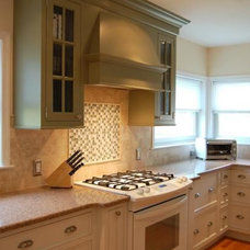 Combining white and green painted cabinets | Cultivate