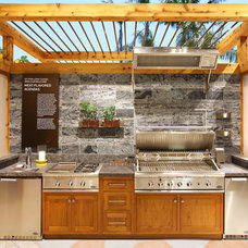Tropical Kitchen by LIFESTYLE KITCHENS by The Kitchen Lady