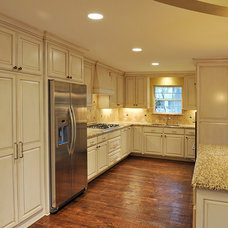 Traditional Kitchen by Thomas Development and Construction
