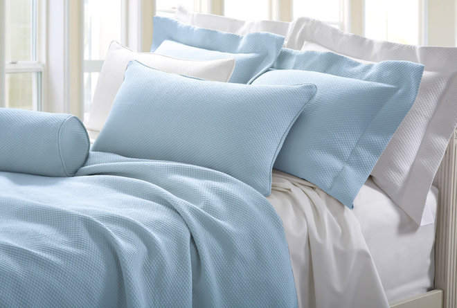 The Difference Between Bedspreads And Coverlets