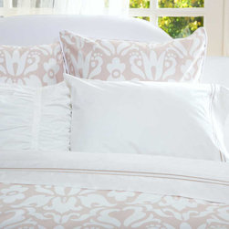 Crane & Canopy - Montgomery Beige Duvet Cover - Queen/Full - A beautiful neutral, a sophisticated pattern and a luxurious fabric. With its modern take on the traditional damask floral pattern, the Montgomery duvet cover will add class and style to any room.