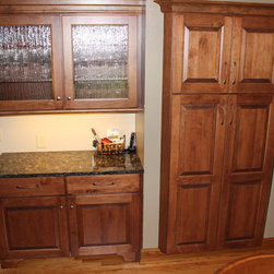 Traditional Pantry Cabinets: Find Freestanding Kitchen Pantry Designs ...