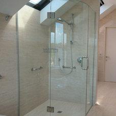 Traditional Bathroom by Glasshape