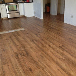 Flooring City - High Quality 12mm Handscraped Laminate Flooring - Beautiful handscraped style - Antique Hickory, 25 years warranty