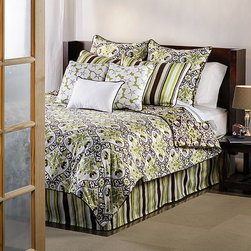 None - Dillon Queen-size 9-piece Duvet Cover Set - Floral duvet cover sets can instantly rejuvenate the look of your bedroom,and this set features warm colors and a modern design that looks amazing with your chosen design scheme. This nine-piece set includes everything you need for a quick update.