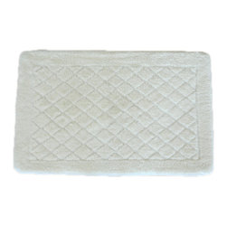 EverRouge - Solid White Memory Foam 20 x 32 Bath Mat - Youll love stepping out of the tub and letting your feet sink into this comfy white memory foam bath rug. It features a skid-resistant elastic backing to protect you from slips, and its made of soft 100 percent polyester for a plush feel.