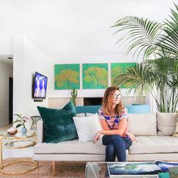 NYTimes Bestseller Kelly Oxford's LA pad - homepolish.com