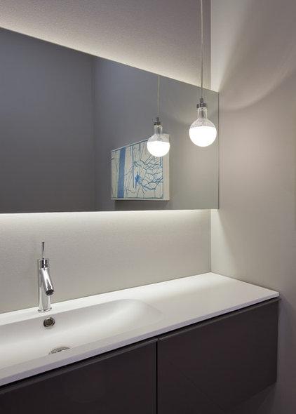 Modern Powder Room by dSPACE Studio Ltd, AIA