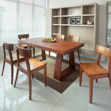 Modern Dining Tables by HomeFurnitureShowroom