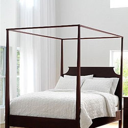 New Market Maple Four Poster Bed - The traditional four-poster bed will be the star of the room with it's hand-rubbed finish.   Keep it simple for a masculine feel or add a canopy for a more feminine feel.