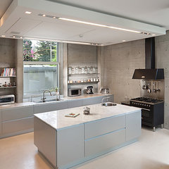 modern kitchen by Elad Gonen &amp; Zeev Beech