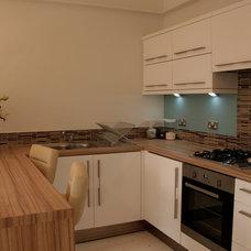 Modern Kitchen by Inspiritdeco
