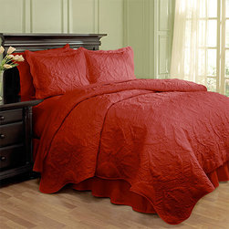Waverly - Dressed Up Damask Red Four-Piece Full/Queen Scalloped Quilt Set - - Add a touch of extravagance to your bedroom with the Waverly Dressed Up Damask 4 Piece Quilt Collection. This luxurious quilt features a large scale damask pattern brought to life with intricate stitching and puckering effects.  - Full/Queen set measures 88-Inch x 90-Inch with two 21-Inch x 26-Inch pillow shams and a 60-Inch x 80-Inch bed skirt with a 15-Inch drop  - 100% cotton  - Machine wash cold on the gentle cycle. Tumble dry on low Waverly - 13812BEDDF/QRED