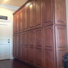 Traditional Pantry by Total Quality Home Builders, Inc.