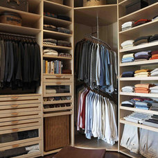 Ways to Maximize Storage in Your Walk-In Closet : Rooms : Home & Garden Televisi