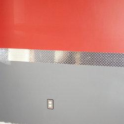 Diamond Plate Wall Border - Add an automotive edge to your paint job with an adhesive vinyl border that looks like metallic diamond plating.