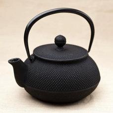 Tetsubin Iwachu Hobnail Pot : Leaf & Kettle
